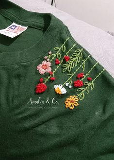 Diy Embroidery Shirt, Hand Embroidery Design Patterns, Hand Embroidery Dress, Kurti Embroidery Design, Embroidery Stitches Tutorial, Embroidery On Clothes, Flower Embroidery Designs, Embroidery Suits, Embroidered Clothes