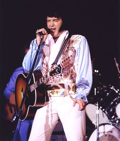 1976 8 04 Elvis live in Fayetteville ,North Carolina.( Cumberland County Memorial Auditorium)