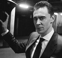 (gif) Tom is too damn sexy.