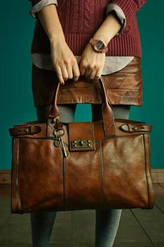Similar to the distressed leather by Michael Kors .Fossil Vintage Re-issue Weekender bag, I need this! Purses And Handbags, Leather Handbags, Leather Purses, Leather Totes, Shopper, Beautiful Bags, My Bags, Messenger Bag, Brown Leather