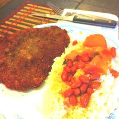 Bistec empanizado con arroz y habichuelas. Estilo Puertorriqueño!!! Fried breaded steak with rice and beans. Puertorican style!!!