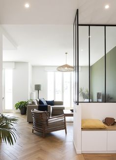 Vue imprenable - MARION LANOE, Architecte d'intérieur et décoratrice, Lyon Apartment Entry, Apartment Interior, Built In Seating, Built In Bench, Living Room Designs, Living Spaces, Home Reno, Interior Inspiration, Sweet Home