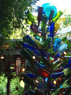 I do love a bottle tree. Felder Rushing's page w/ all sorts of beautiful bottle trees. Blue Bottle, Bottle Art, Outdoor Projects, Garden Projects, Garden Ideas, Cool Ideas, Wine Bottle Trees, Jackson Mississippi, Bottle Garden