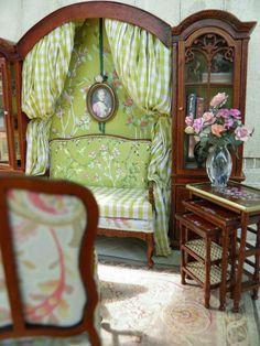 Sitting room, miniatures by Maritza Moran Miniature Dollhouse Furniture, Miniature Rooms, Miniature Houses, Dollhouse Miniatures, Dollhouse Ideas, Mini Doll House, Victorian Dollhouse, Barbie Furniture, Small World