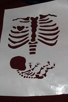 Halloween Skeleton and Baby Maternity Shirt Tutorial with Silhouette cut file Holidays Halloween, Halloween Crafts, Holiday Crafts, Holiday Fun, Halloween Decorations, Halloween Party, Halloween Ideas, Couple Halloween, Holiday Foods