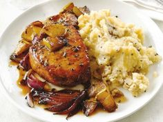 A flexible dish for the harried cook: Recipe for apple pork chops with garlic potatoes