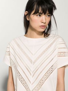 Women´s Camisetas at Massimo Dutti online. Enter now and view our Spring Summer 2019 Camisetas collection. Blouse Patterns, Blouse Designs, Simple Dresses, Casual Dresses, Pink Wardrobe, Shirt Makeover, Mode Chic, Pakistani Dress Design, Business Outfits
