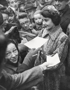 Elizabeth Taylor signing autographs for fans at 16-years-old.