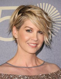 Jenna Elfman Short Wavy Formal Hairstyle - Dark Golden Blonde Hair Color with Light Blonde Highlights - Side on View Short Blonde Curly Hair, Golden Blonde Hair, Pixie Cut Wavy Hair, Pixie Long Bangs, Wavy Pixie Haircut, Long Pixie Bob, Short Thick Wavy Hair, Wavy Lob, Long Pixie Cuts