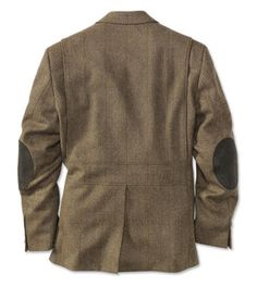 In the most authentic British tradition, this three-button field sports jacket is crafted from the finest Scottish sporting tweed. The wool features a Teflon® coating, ensuring it is both stain- and water-resistant. Action-back construction, teamed with flexible pleats, allows freedom of movement for comfortable shooting. Hidden neck flap allows you to close the top of the jacket in harsh conditions. Four outside and three inside pockets. In tweed. Pure new Scottish wool. Dry clean. ...