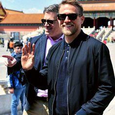 "Polubienia: 856, komentarze: 12 – Charlie Hunnam 🌐 SOA (@charliehunnam_usa) na Instagramie: ""That smile! 😆 #charliehunnam #sexiestmanalive #KIngArthur #greestreethooligans #SonsOfAnarchy #SOA…"""