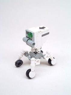 https://flic.kr/p/d1Ust | ScootBot | A cute little wheeled bot.