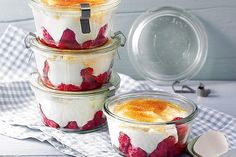 Raspberry – cream – yoghurt – dream dessert Source by karingtte Gingerbread Trifle, Delicious Desserts, Dessert Recipes, 1200 Calorie Meal Plan, German Desserts, Natural Yogurt, Party Buffet, Flowerbomb, Yogurt Recipes