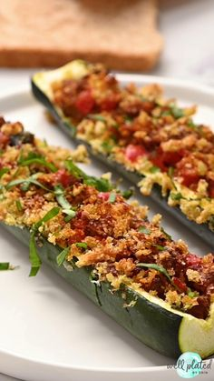 Healthy Italian Stuffed Zucchini boats – low carb baked zucchini boats stuffed with lean ground turkey sausage, tomatoes, and topped with crispy basil breadcrumbs. An easy, healthy, all-in-one dinner that your whole family will love! Ground Turkey And Zucchini Recipe, Zucchini Dinner Recipes, Ground Turkey Sausage, Ground Turkey Recipes, Stuffed Zucchini Recipes, Stuffed Zuchini Boats, Baked Zucchini Boats, Ground Turkey Dinners, Zucchini Tomato