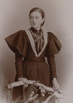 CDV Pretty Young Lady Nice Dress with Puff Sleeves Germany C 1895