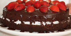 GLUTEN FREE CAKE: PALEO CHOCOLATE CAKE WITH STRAWBERRIES