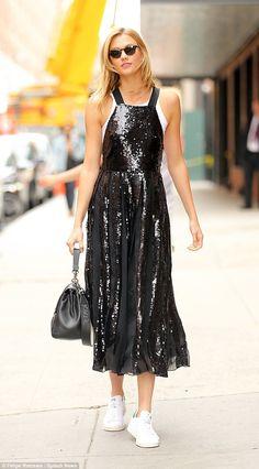 Who made Karlie Kloss' black sequin dress, white sneakers, and handbag? Adidas Fashion, Star Fashion, Look Fashion, Tibi Dresses, Glam Dresses, Tennis Addidas Mujer, Black Sequin Dress, Black Sequins, Sequin Maxi