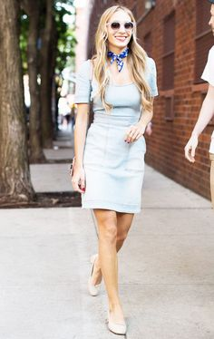 Take out those cutesy skater dresses! Here are some spring outfit ideas for the fashion-conscious girls. Ways To Wear A Scarf, How To Wear Scarves, Wearing Scarves, Denim Fashion, Fashion Outfits, Fashion Trends, Women's Fashion, Dress Fashion, Spring Fashion