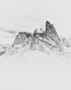 Snowy mountains are the best kind of mountains. Inspire Me Home Decor, Landscape Photography, Nature Photography, Mountain Photography, Minimal Photography, Nature Architecture, Into The West, Snow Mountain, Mountain High