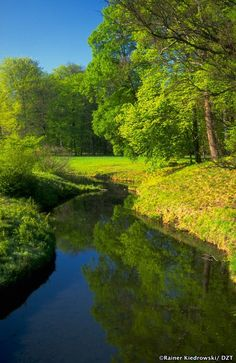 Rivers and streams flow slowly between tranquil villages in Germany. Beautiful Nature Pictures, Nature Photos, Amazing Nature, Beautiful Landscape Photography, Beautiful Landscapes, Nature Photography, Nature Sauvage, Draw On Photos, Wild Nature