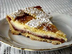 """La """"Crostata di Visciole e Ricotta"""", appartenente alla cucina ebraica/kosher, è forse il dolce più famoso prodotto dalla pasticceria Boccione a Roma, nel ghetto ebraico. E' una ricetta chiaramente segreta, che la famiglia Boccione si tramanda da generazioni, per cui vi propongo la versione, a mio giudizio veramente buona, della chef Laura Ravaioli."""