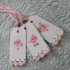 Paper tags with crochet edging. This simple crochet edging adds further interest to the tags ! Crochet Borders, Crochet Patterns, Crochet Edgings, Crochet Ideas, Crochet Gifts, Knit Crochet, Card Tags, Cards, Handmade Gift Tags