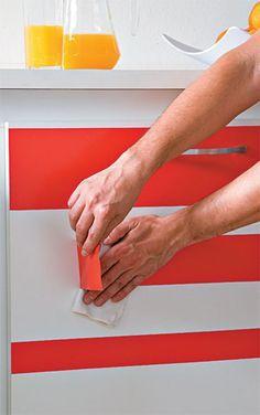 Renove seus móveis com adesivos!