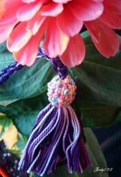 How to make a tassel Sewing Trim, Passementerie, How To Make Bows, Hobbies And Crafts, Tassels, Crochet Necklace, Embroidery, Knits, Stitches