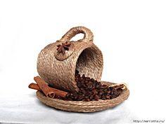 Новогодние КОФЕЙНЫЕ СТРАСТИ от Натальи Бузило (26) (640x480, 110Kb) Coffee Bean Art, Coffee Beans, Home Crafts, Fun Crafts, Diy And Crafts, Bottle Art, Bottle Crafts, Teacup Crafts, Newspaper Crafts
