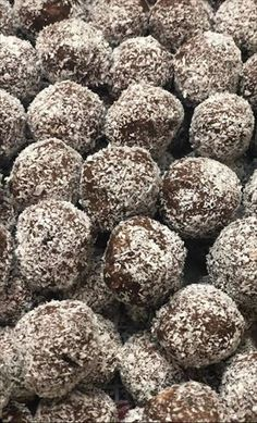 Tiramisu, Dog Food Recipes, Dessert Recipes, My Dessert, Truffles, Christmas Cookies, A Table, Blueberry, Food And Drink
