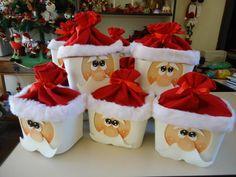 Pote de sorvete decorado com motivo de Papai Noel