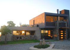 Possetto y Pringles Arquitectos. Más  info y fotos en www.PortaldeArquitectos.com