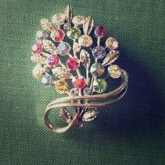 Lisner Jewelry - Vintage Lisner Floral Bouquet Brooch