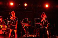 テレビ朝日が主催するライブイベント「テレビ朝日ドリームフェスティバル2016」が、10月22日(土)~24日(月)の3日間、東京・国立代々木競技場第一体育館にて開催され、2日目の公演にPUFFYが出演した。 Concert, Concerts