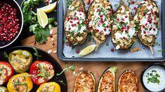 Kdy jindy než v létě by se mělo vařit hlavně ze zeleniny – právě teď je dostupná, čerstvá a plná chuti! A když ji navíc doplníte originálními náplněmi, máte na světě voňavou a snadnou večeři. Bruschetta, Vegetable Pizza, Catering, Goodies, Vegetarian, Vegetables, Healthy, Ethnic Recipes, Food