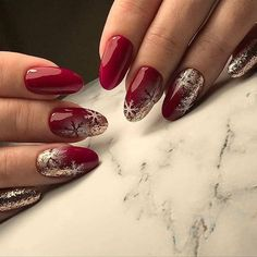 What Christmas manicure to choose for a festive mood - My Nails Christmas Nail Art Designs, Winter Nail Designs, Winter Nail Art, Winter Nails, Christmas Design, Xmas Nails, New Year's Nails, Holiday Nails, Red Nails