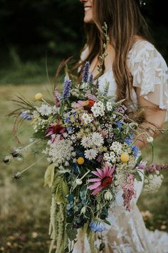 Must-See Washington Festival Wedding ~ Fire and Blooms herbal, wildflower bridal bouquet #beautifulweddingflowers