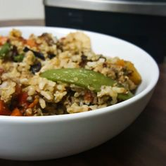 Really becoming obsessed putting out my meals in bowls. Dinner is cheap and easy. Rice quinoa #traderjoes stir-fry frozen mix and @beyondmeat grounds.