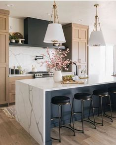 I love a well balanced design. When you walk into a space and just feel at ease without knowing why. Beautiful Kitchens, Cool Kitchens, Contemporary Kitchen Inspiration, Kitchen Design, Kitchen Decor, Eclectic Kitchen, Kitchen Stools, Dancing In The Kitchen, Kitchen Post