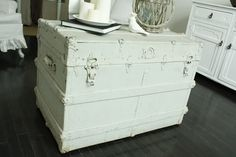 old trunk painted white. Repurposed Furniture, Painted Furniture, Diy Furniture, Antique Furniture, Armoire Dresser, Recycled Door, Painted Trunk, Old Chest, Old Trunks