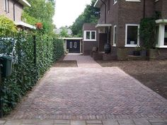 Bestrating rond jaren 30 huis past beter dan wat er nu ligt Paving around the house fits better Dream Garden, Home And Garden, Chasing Pavements, Front Yard Decor, Paved Patio, Garden Paving, Garden Yard Ideas, Outside Living, Interior Exterior