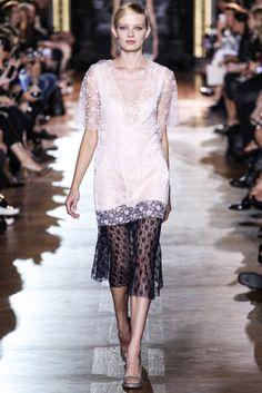 VOGUE fashion | trends | フェミニンな自分を発見できる、可憐なレースのアイテム。 | STELLA McCARTNEY