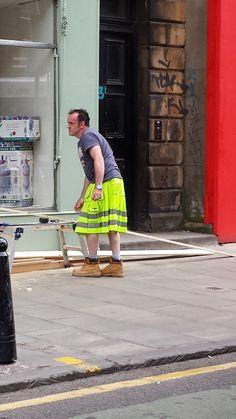 This hi-visibility kilt. That be a Safety Kilt lads. Harris Tweed, Rock And Roll, Bad Fashion, Scotland Travel, Glasgow Scotland, Scotland Trip, Men In Kilts, England And Scotland, Weekender