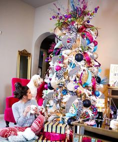 Pajama day on The Sweetest Thing.. And sharing tree details!!  (link in bio!) or shop it here:  @liketoknow.it www.liketk.it/21z7m #liketkit #christmasjammies #holidayready (edit* I fixed the links on my blog!)