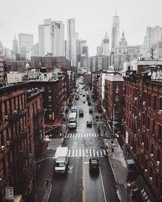 "Instagram'da What I Saw In NYC: ""Photo by @mindz.eye Classics never go out of style #NYC #NewYork #newyorkcity #chinatown #freedomtower #rainyday #what_i_saw_in_nyc #streetofnewyork #streetphotography"""