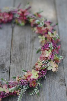 Ljungkrans med syenhortensia / heather and hydrangea wreath Fall Wreaths, Door Wreaths, Christmas Wreaths, Hydrangea Wreath, Floral Wreath, Wedding Gifts For Bridesmaids, Deco Floral, Happy Flowers, Blossom Flower