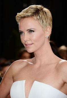 Charlize Theron Photos - Red Carpet Arrivals at the Oscars - Zimbio