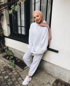 - Görüntünün olası içeriği: 1 kişi, ayakta Image may contain: 1 person, standing Modern Hijab Fashion, Street Hijab Fashion, Hijab Fashion Inspiration, Muslim Fashion, Hijab Fashion Summer, Beach Fashion, Hijab Casual, Ootd Hijab, Casual Outfits
