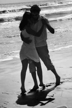 Bailando a orillas del mar