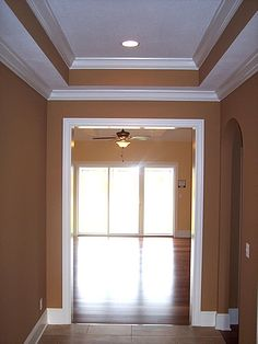 Master bedroom idea - Crown molding with tray ceiling Style At Home, Living Room Inspiration, Home Decor Inspiration, Tray Ceiling Bedroom, Interior Trim, Interior Design, Master Bedroom Redo, Ceiling Design, Ceiling Ideas
